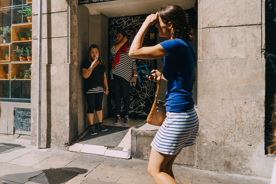 Women on the street in Barcelona, photography by Ilias Antoniou